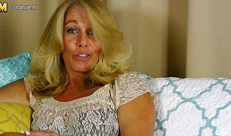 אליזבת עם שדיים סרטי פורנו לצפייה חינם יפים מלטפת בעדינות את החור שלה