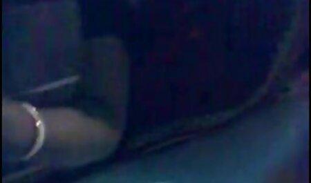 ג ' ינג ' ית צפיה ישירה בסרטי סקס מתפשטת בשביל גבר ברחוב ומצטלמת