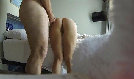 סווינגרים צפייה ישירה בסרטי סקס התאספו בסלון כדי להנות מהלב.
