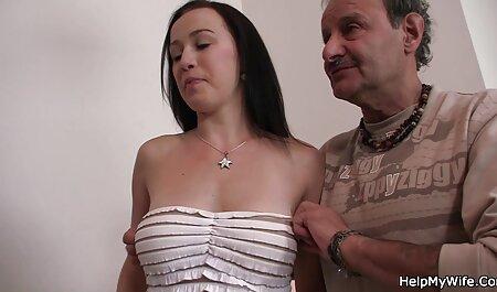 המזכירה המפונקת והבלונדינית צפיה ישירה בסרטי סקס חינם שלה בעבודה.