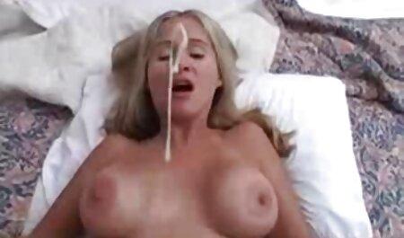 לנה סרטוני סקס צפיה ישירה במיומנות נותנת מציצה לחרמן שלה
