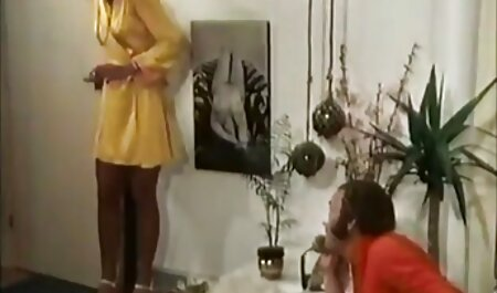 ברונטית מחניקה רוכבת על סטרפון גדול צפיה ישירה בסרטי סקס