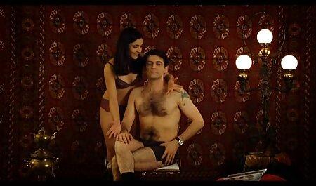 גיא מקבל עיסוי סקס אמיתי סרטי פורנו לצפייה חינם ולנשק בלונדינית