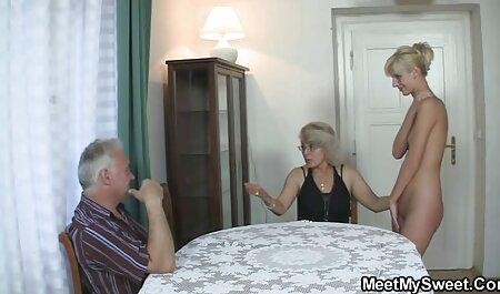 זינה מצצה לבחור והייתה סרטי סקס לצפיה ישרה לו סרטן לפניו.
