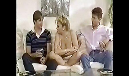 בחורה חמודה שטס ארוך על ידי חדירה כפולה סרטוני סקס צפיה ישירה במפשעה שלה
