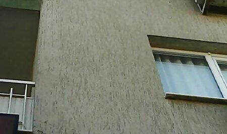 ברונטית עם ציצים קטנים מגיעה לאורגזמה צפיה ישירה פורנו מחוץ לבית עם פאלוס גדול