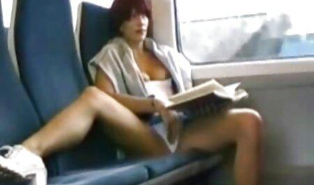 סקס בשירותים מספק סרטים לצפייה ישירה פורנו את הממזרים הקטנים.