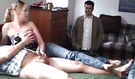 שלוש לסביות סרטוני פורנו לצפייה ישירה מלקקות כוסיות במיטה.