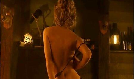 ברונטית עם חזה גדול מלאה בתשוקה סרטוני סקס לצפיה חינם לזיין בוקרת מתחזה