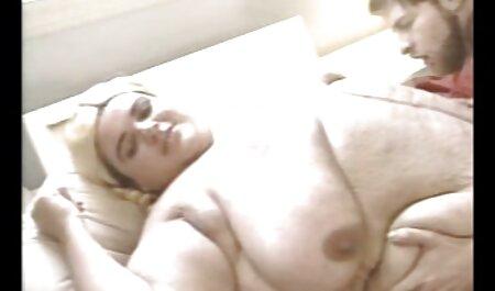 בחורה ג ' ינג ' ית חסרת ניסיון מראה מצלמות סקס צפייה ישירה חינם את כישורי הסקס שלה.