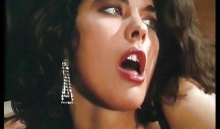 בלונדינית סרטים ארוטים לצפיה ישירה עירומה עם חזה קטן רוכבת על זין ארוך בתחת שלה