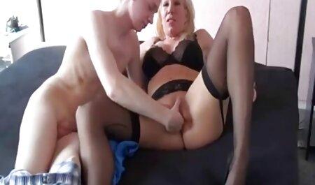 תיאבון נעורים מדליק את הנרתיק המגולח שלה צפיה בסרטי סקס חינם ואת הסגנון שלה במצלמה נסתרת