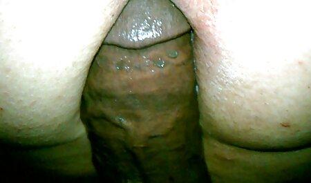 נסיכה הודית מראה שדיים גדולים בפרטיות. סרטוני סקס לצפיה חינם