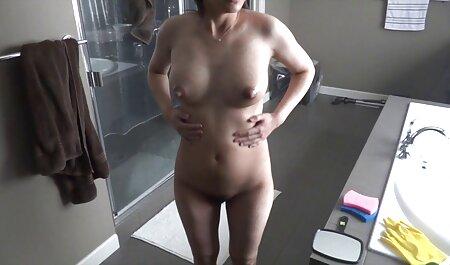 האמן צפייה ישירה בסרטי סקס עם הצמות אחרי העבודה החליט להתעסק עם האצבעות.