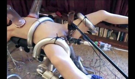 הבחור היה נרגש בגלל צפיה ישירה סרטי סקס אוננות עם הרגליים שלו.