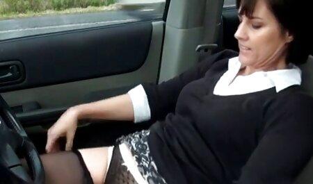 שלוש נשים לסביות שמלטפות סרטוני סקס צפיה ישירה וגינה.