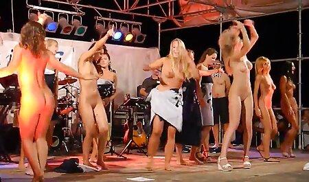 בחורה סרטי סקס צפיה ישירה רוסיה עם קוקיות מטוגנות בתחת עם זין מגומי