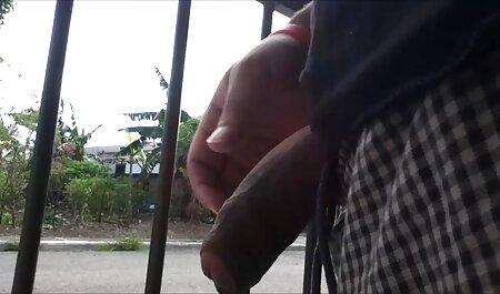 בוס צפיה ישירה בסרטי סקס מבוגר נותן כפופים לצעירים