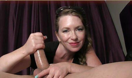 אישה קשורה גברים מזוינים עם רצועה ואצבע צפייה ישירה סרטי סקס