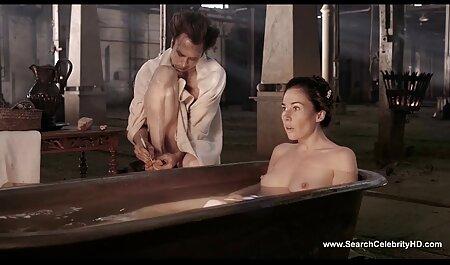 אוננות סקס חינם לצפייה ישירה בין קרלה לחברה מול מצלמת אינטרנט.