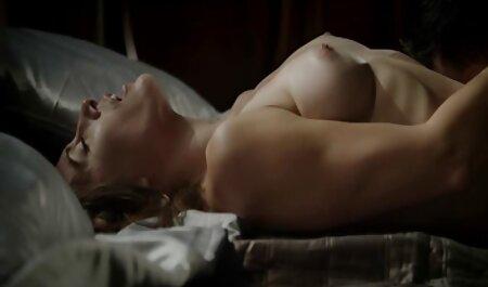 סקס אמיתי עם שתי בלונדיניות בעלות ציצים באמצע סרטוני סקס לצפיה חינם היער.