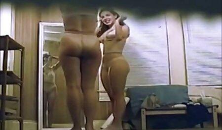 הבחורה הראתה תחת אלסטי בביקיני סקס צפיה ישירה וזיון