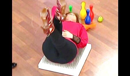 הברונטית עם הכובע הקירח מלקקת סקס לצפייה חינם בתאווה.