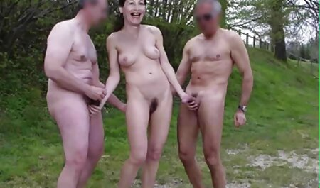 גבר מטגן תחת לסבי צפייה ישירה סקס