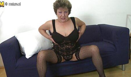 קטרינה מוצצת לגבר ומראה סרטוני סקס לצפיה חינם את התהליך באופן אישי.