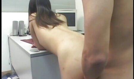 סמאנה המדהימה צפייה ישירה בסרטי סקס על קצות האצבעות בחדרה