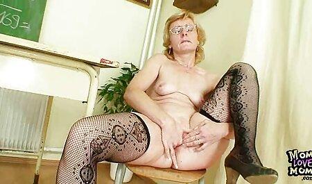 אישה גרמנייה נכנעת לשותפה שלה צפייה ישירה בסרטי סקס אחרי מסיבה.