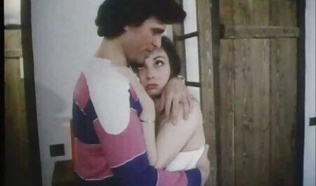 זוג רוסי צעיר מזיין סקס חינם לצפייה ישירה מצלמה חובבנית בפעם הראשונה.