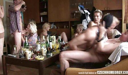 אנשים סרטוני סקס לצפיה חינם חזקים מוצצים למעודדת וגומרים בכוס שלה.