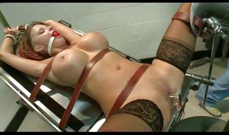 שני לקוחות לשים ברגים באותו הזמן על הזונה שחי צפייה ישירה סקס